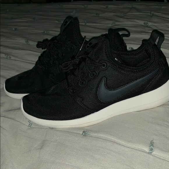 194331d2ce65 Nike Shoes - 🏃🏻 ♀️Nike Women s Roshe Two sneakers